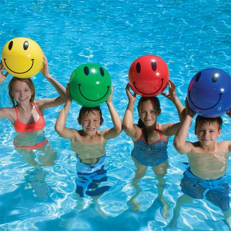 81114 | 16'' Smile Play Ball - Lifestyle 1